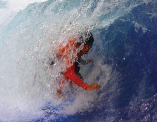 Billabong Pro Surfer Rob Kelly threading the barrel on SurfStream.