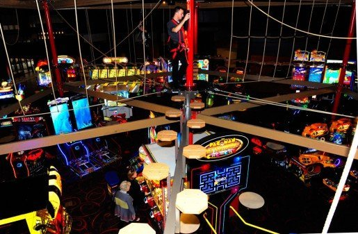 Placing the ropes course above the PINSTACK gaming area served a dual purpose: making the attraction fit into the location and giving guests a unique experience.