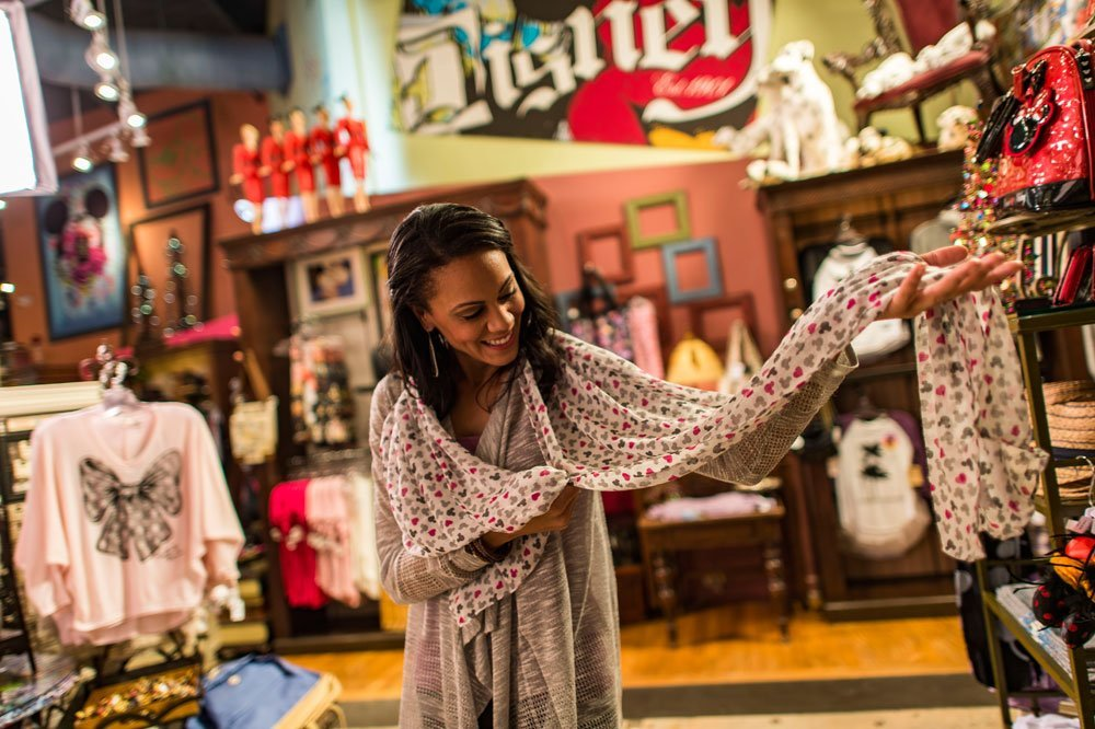 Mousing Around with Store Size   <br>Disney Bets on Small Shops within Shops